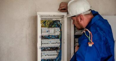 Ściągacze do izolacji – Niezbędne przyrządy dla wszystkich elektryków
