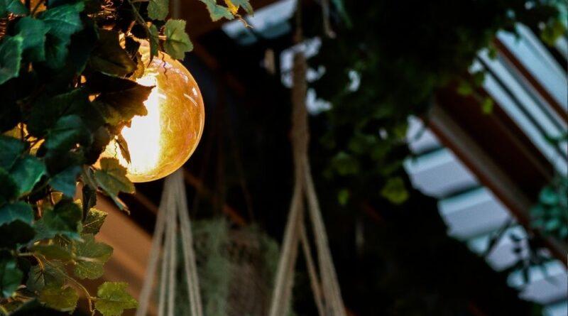 Na jakie oświetlenie do domu się zdecydować?
